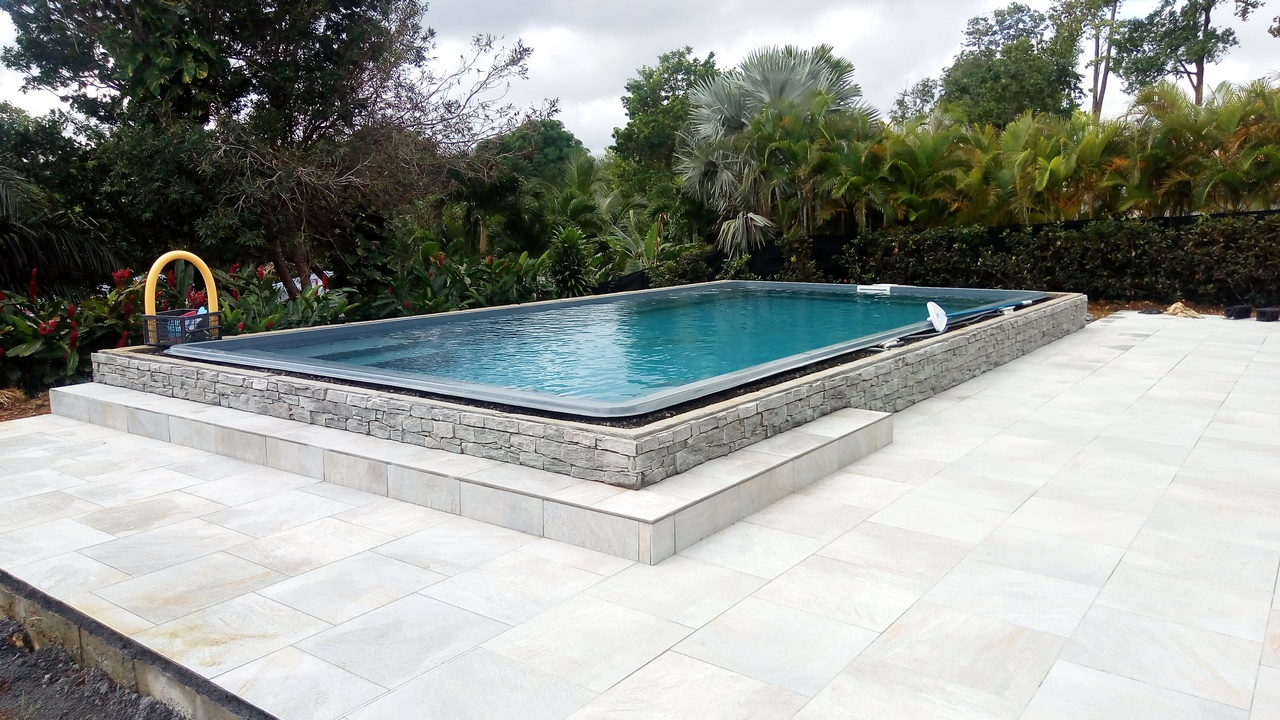 C c piscine guadeloupe saint francois sainte anne c c for Piscine monocoque guadeloupe